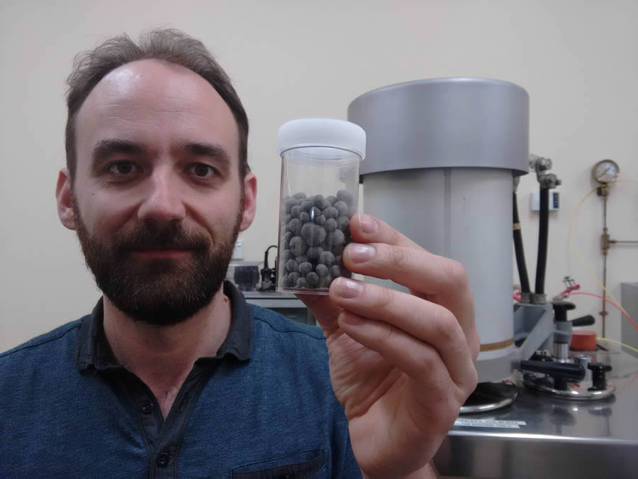 Scientist developing 'Hot Lime' to boost greenhouse yields advances with $25,000 KiwiNet Emerging Innovator Programme grant